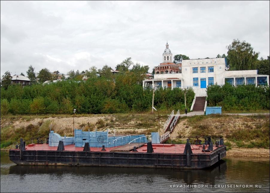 В Москве реставрируют речной вокзал.