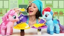 Видео про игрушки Май Литл Пони. Пони Радуга Дэш и Пинки Пай готовят пиццу. Готовлю игрушкам