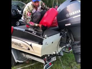 Залил 300 литров бензина, а ей все мало