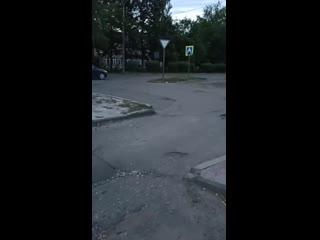 Вероломное нападение на асфальт у ТЦ Фараон